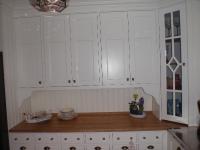 Gammaldags kök - spegellucka målad